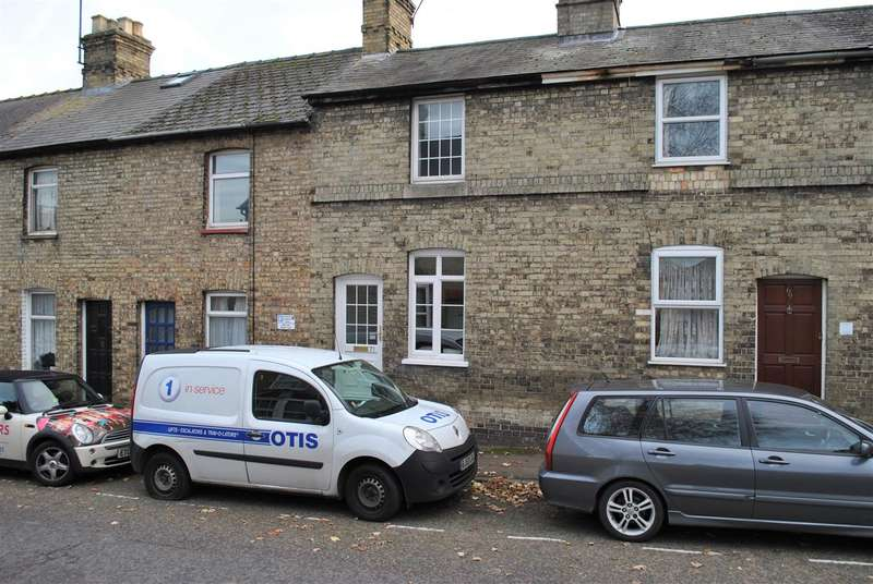 2 Bedrooms Terraced House for rent in Queens Road, Royston