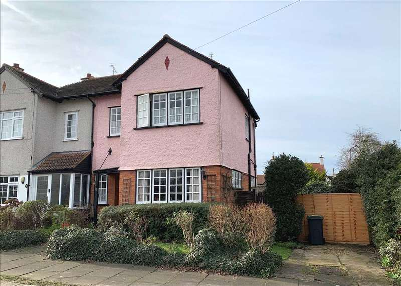 3 Bedrooms Semi Detached House for sale in Lindisfarne Avenue, Leigh on Sea