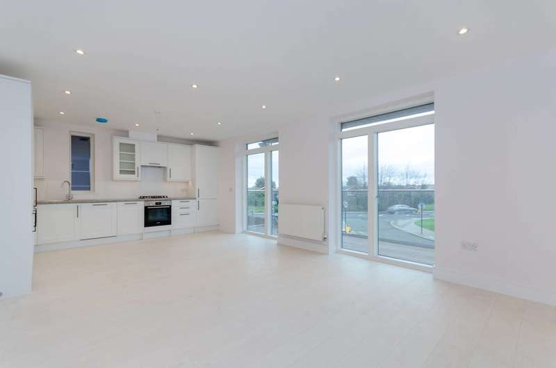 2 Bedrooms Flat for rent in Downsview Road, Upper Norwood, SE19