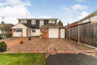 3 Bedrooms Semi Detached House for sale in Howard Place, Dunstable, Bedfordshire