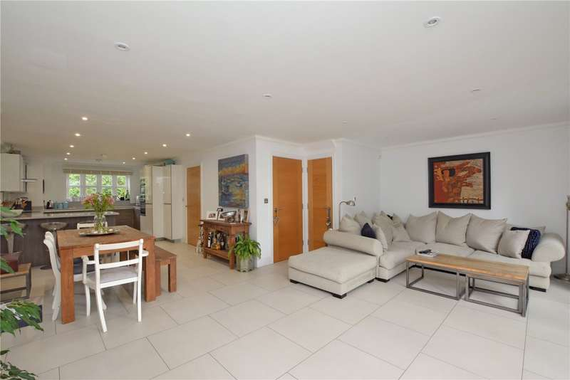 5 Bedrooms Detached House for sale in Blackbrook Lane, Bromley, BR1