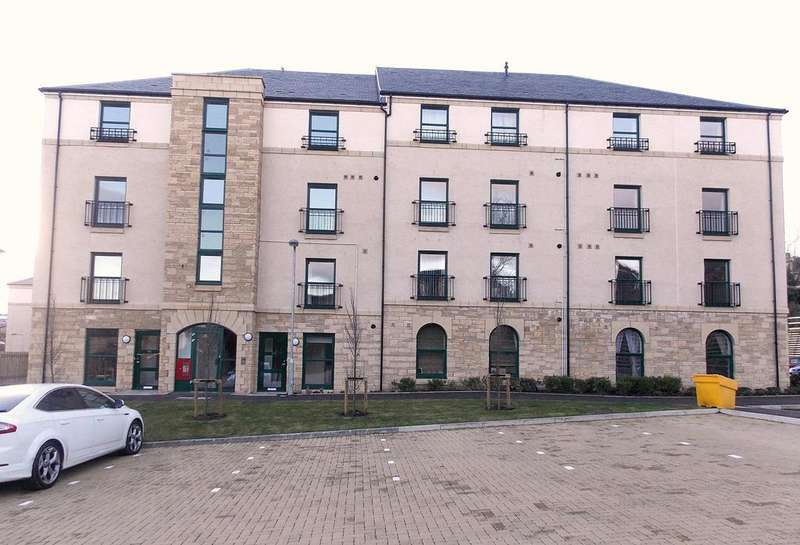 3 Bedrooms Maisonette Flat for rent in Lady Campbells Court, Dunfermline, KY12 0LE