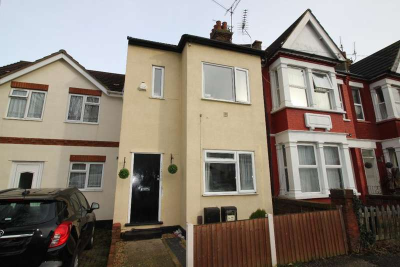 2 Bedrooms Flat for sale in St Helens Road, Westcliff on Sea, Essex, SS0 7LF