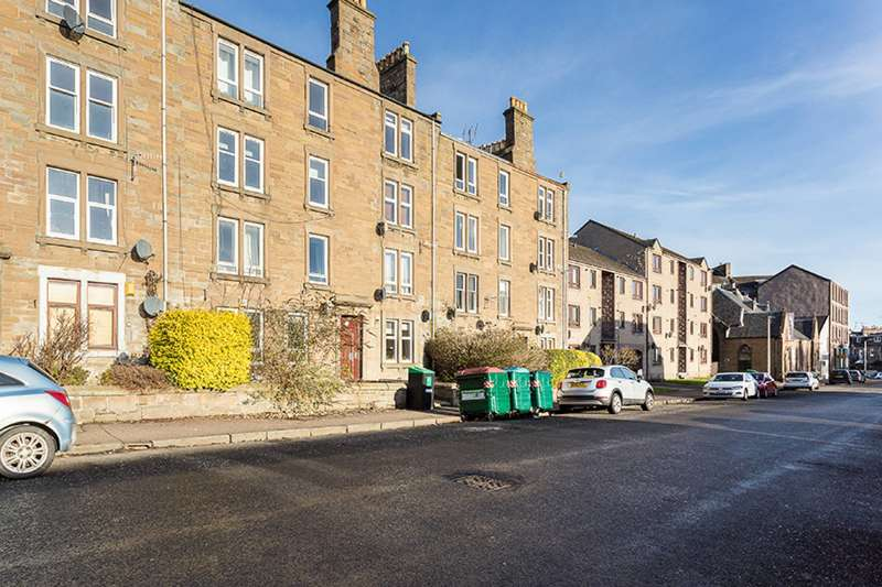 3 Bedrooms Ground Flat for sale in Scott Street, Dundee, DD2 2AH