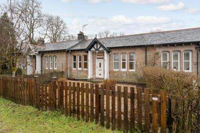 2 Bedrooms Bungalow for sale in Station Cottages, Aberfoyle