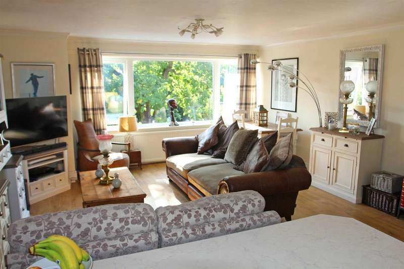 3 Bedrooms Apartment Flat for sale in Avenue Road, Stoneygate