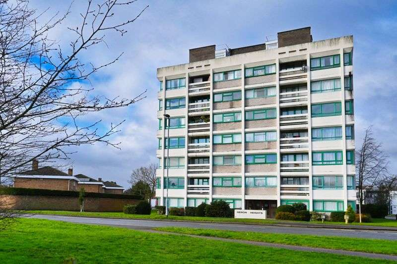 2 Bedrooms Property for sale in Heron Heights, Goldington Green, Bedford