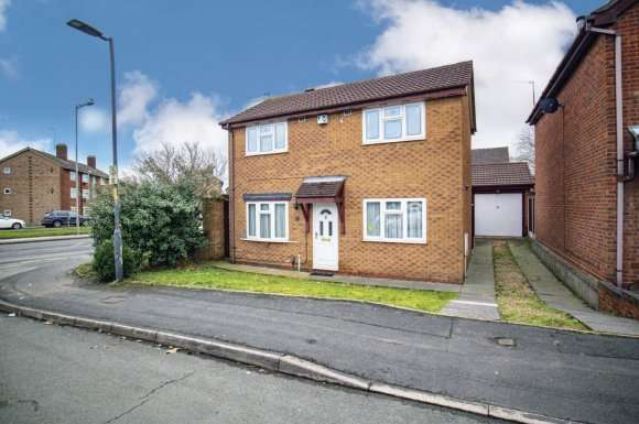 3 Bedrooms Property for sale in Honeybourne Way, Willenhall
