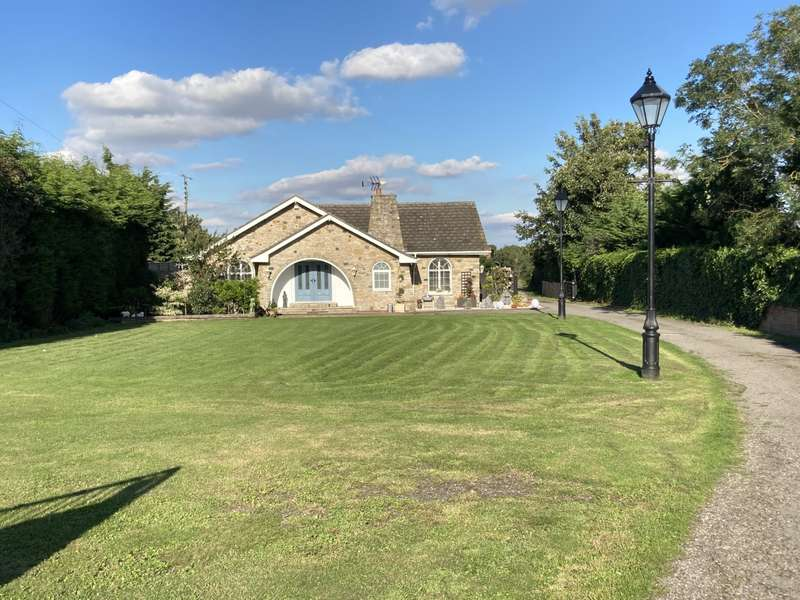 5 Bedrooms Bungalow for sale in Wroot NORTH LINCOLNSHIRE