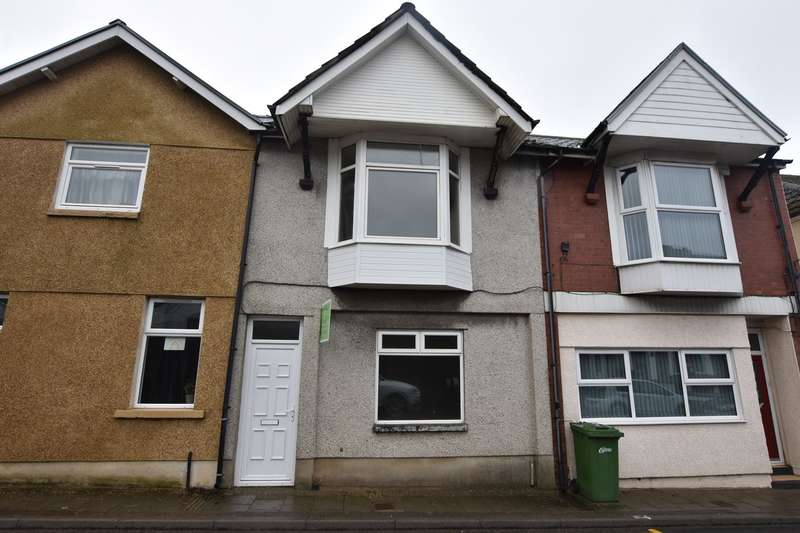 3 Bedrooms Terraced House for sale in Gwerthonor Place, Gilfach, Bargoed, CF81