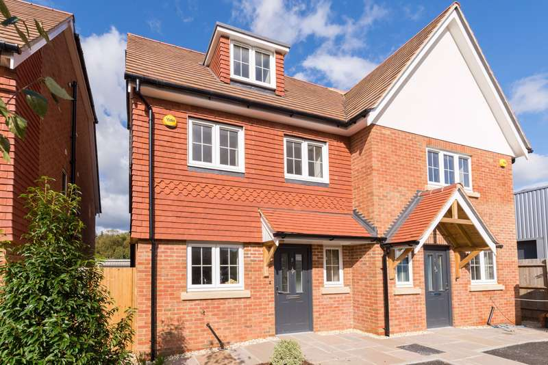 4 Bedrooms Semi Detached House for sale in Coopers Court, London Road, Hindhead, Surrey, GU26