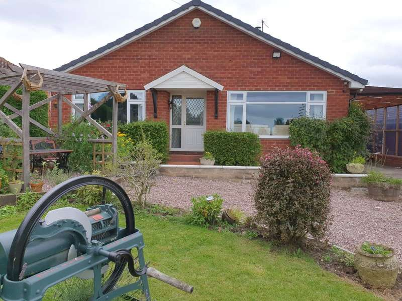 2 Bedrooms Bungalow for sale in 16 Dhustone Lane, Clee Hill, Ludlow, Shropshire, SY8 3PQ
