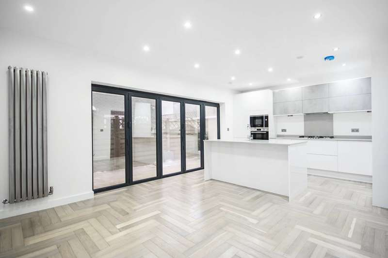 2 Bedrooms Flat for sale in Skelton Lane, Leyton, E10