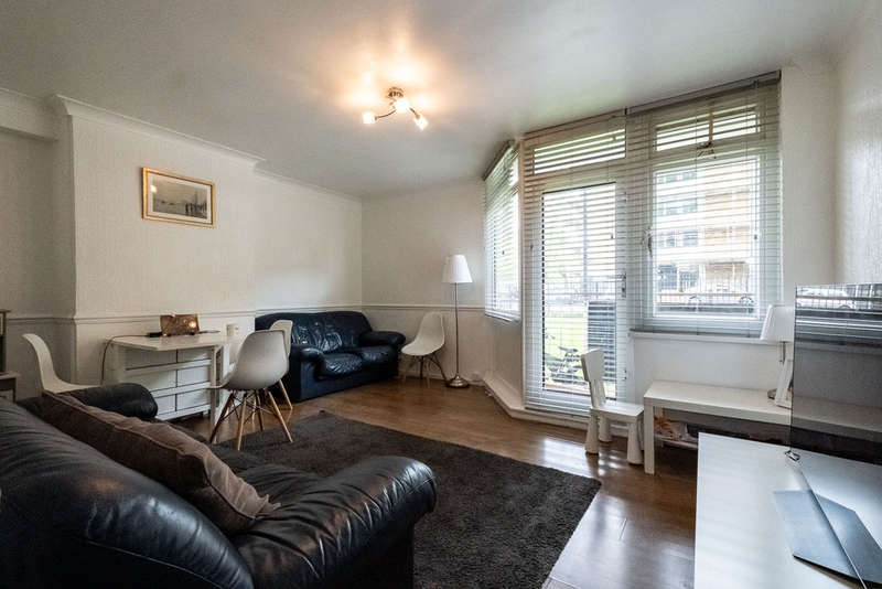3 Bedrooms Ground Maisonette Flat for sale in Wyllen Close, London