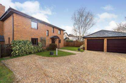 4 Bedrooms Detached House for sale in High Street, Greenfield, Bedford, Bedfordshire