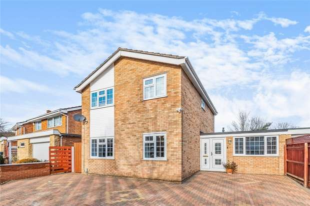 4 Bedrooms Detached House for sale in Tyne Crescent, Bedford