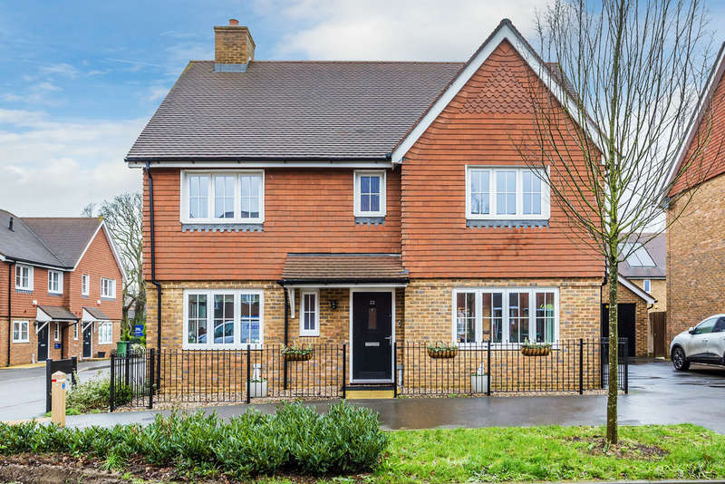4 Bedrooms Detached House for sale in Westvale Road, Horley