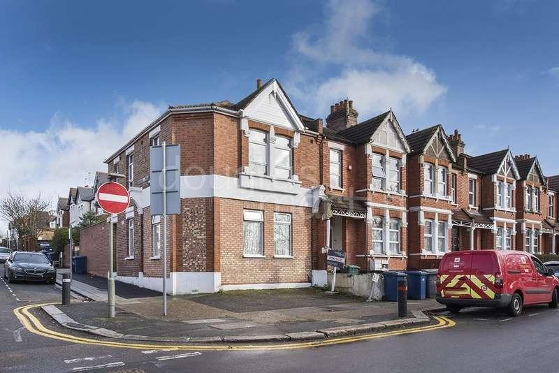 4 Bedrooms Maisonette Flat for sale in Algernon Road, London NW4