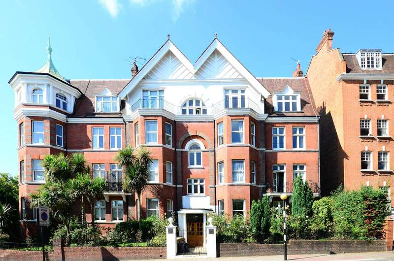 3 Bedrooms Flat for sale in Douglas Court, West Hampstead, NW6
