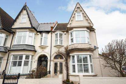 4 Bedrooms End Of Terrace House for sale in Leigh-on-Sea, Essex