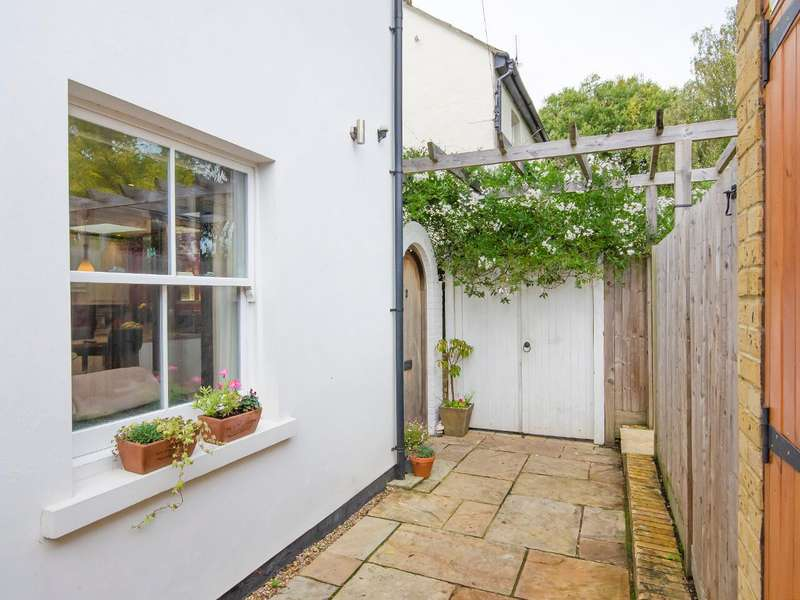1 Bedroom Semi Detached House for sale in Woodside Cottages, Fortis Green, London, N2