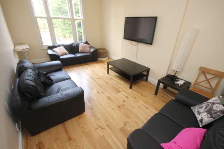 6 Bedrooms Semi Detached House for rent in Clarendon Road, Hyde Park, Leeds, LS2 9PJ
