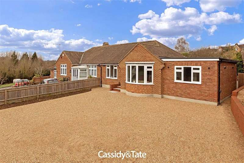 3 Bedrooms Semi Detached Bungalow for sale in Castle Rise, Wheathampstead, Hertfordshire