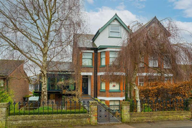 4 Bedrooms Semi Detached House for sale in Shrublands Road, Berkhamsted