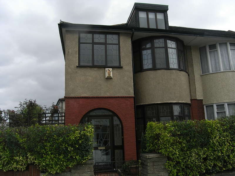 3 Bedrooms Semi Detached House for sale in Ilford Lane, Ilford, IG1
