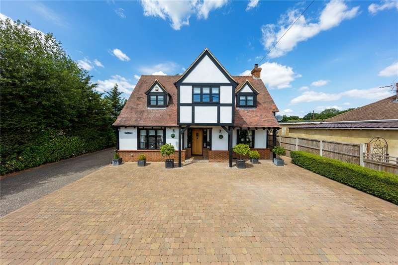 3 Bedrooms Detached House for sale in Front Lane, Upminster, RM14