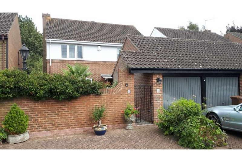 4 Bedrooms Detached House for sale in Chamberlain Court, Gillingham, Kent, ME8