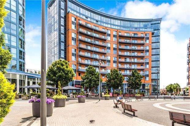 3 Bedrooms Apartment Flat for sale in The Crescent Building, Gunwharf Quays, Portsmouth