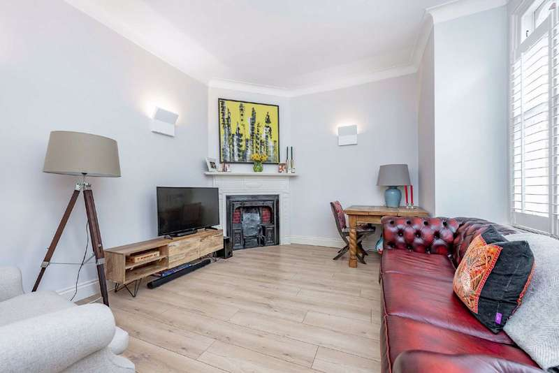 2 Bedrooms Flat for sale in Salterford Road, Tooting, London