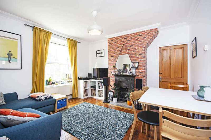 2 Bedrooms Flat for sale in Stamford Hill, Stoke Newington, N16