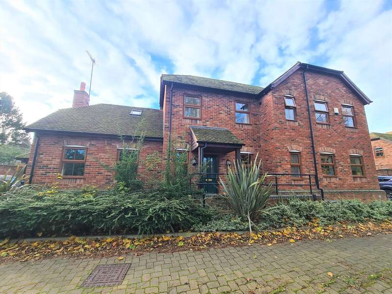 4 Bedrooms Detached House for sale in Paddocks Close, Ampthill, Bedfordshire, MK45