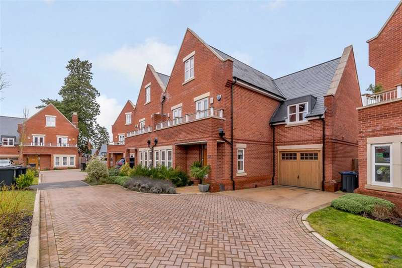 5 Bedrooms Semi Detached House for sale in Butterwick Way, Welwyn , AL6