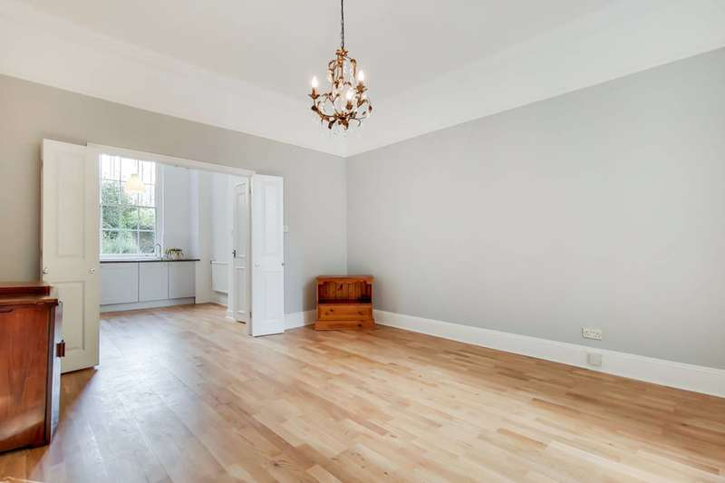 2 Bedrooms Maisonette Flat for sale in Granville Square, Finsbury, WC1X