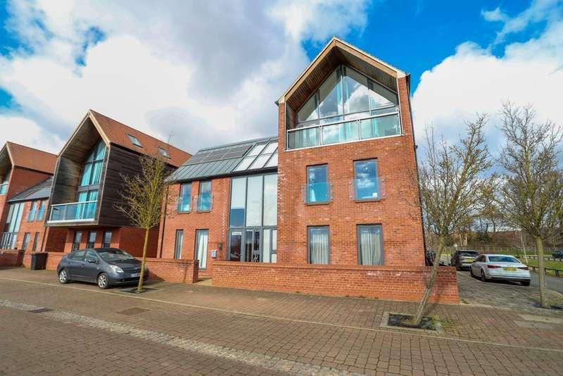 5 Bedrooms Detached House for sale in Parkside, Upton