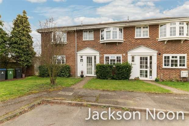 5 Bedrooms Semi Detached House for sale in Green View, Chessington