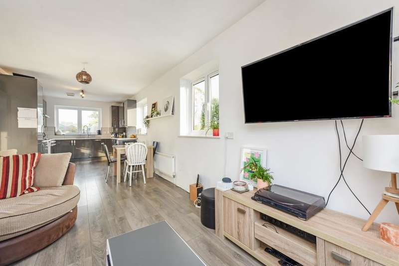 2 Bedrooms Flat for sale in Ewhurst Close, London E1