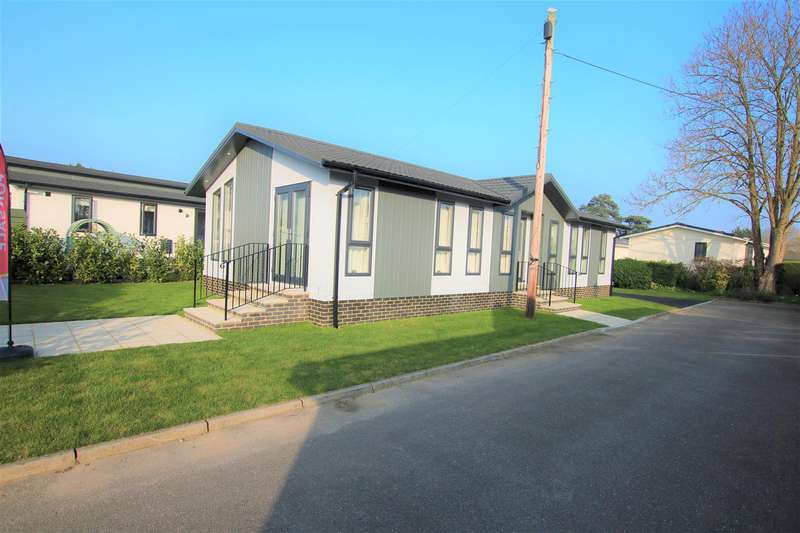 2 Bedrooms Park Home Mobile Home for sale in Willows Riverside Park, Windsor