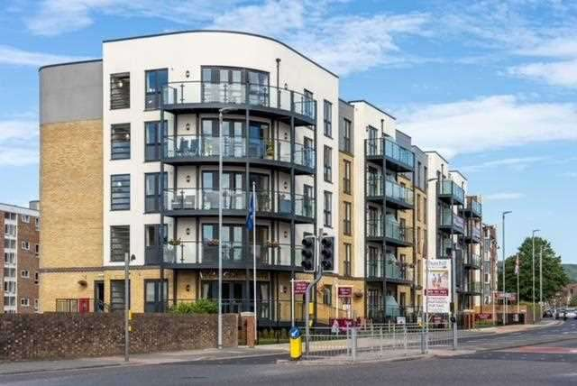 2 Bedrooms Apartment Flat for sale in Allingham Lodge, Southfields Road, Eastbourne