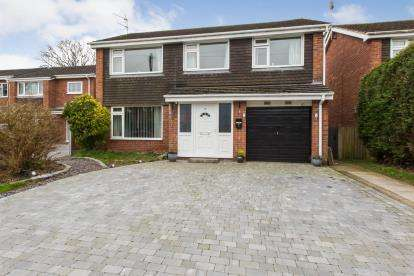 5 Bedrooms Detached House for sale in Davenport Close, Sandbach, Cheshire