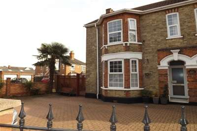 3 Bedrooms House for rent in Kemspton