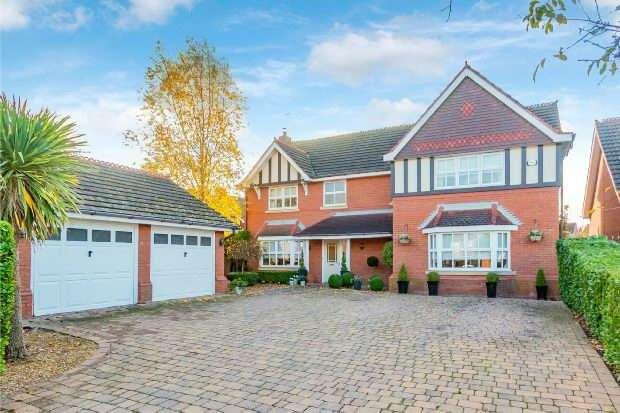 5 Bedrooms Detached House for sale in Wenlock Road, Sale
