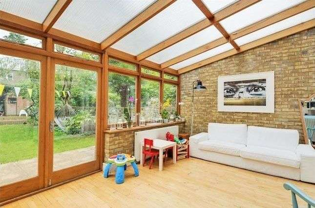 3 Bedrooms Apartment Flat for sale in Greencroft Gardens