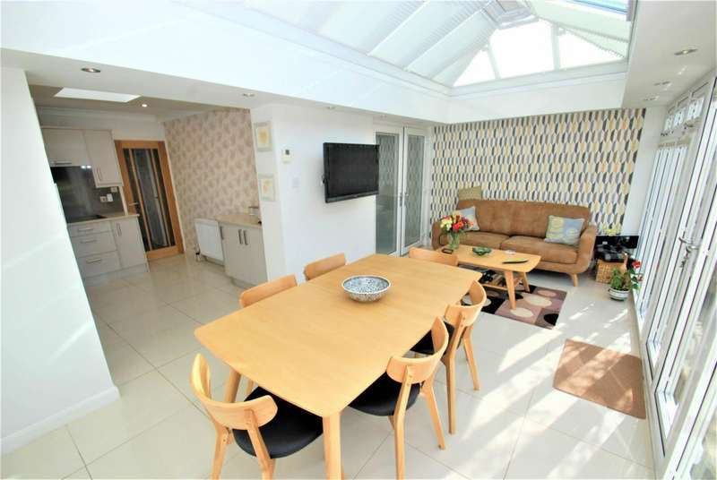 2 Bedrooms Bungalow for sale in Braemar Drive, South Shields