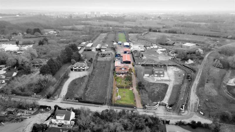 5 Bedrooms Detached House for sale in Risebridge Chase, Romford
