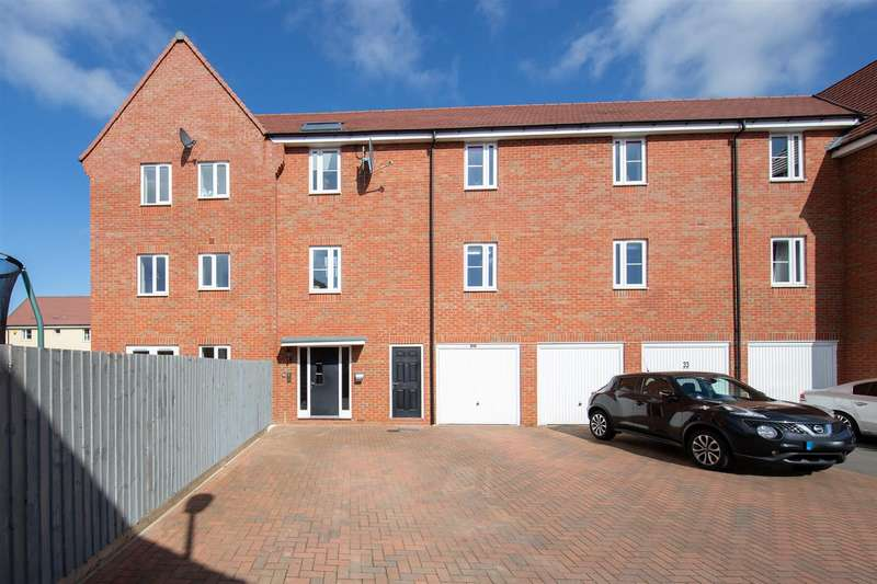 2 Bedrooms Flat for sale in Wolseley Drive, Dunstable