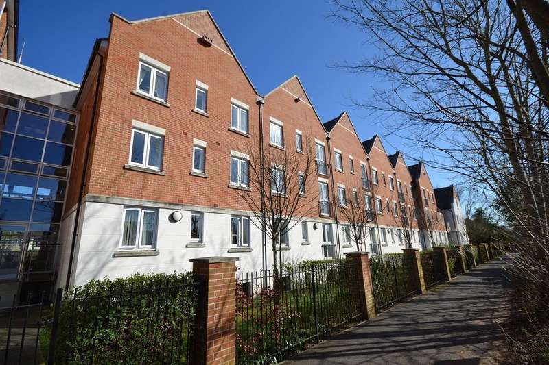 1 Bedroom Retirement Property for sale in Crayshaw Court, Reading
